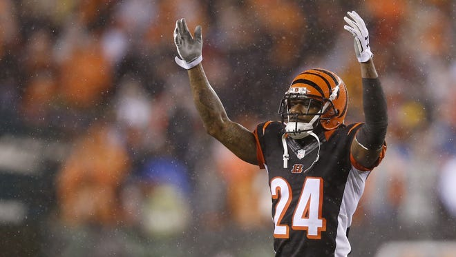 Cincinnati Bengals free agent cornerback Adam Jones apologized to Pittsburgh wide receiver Antonio Brown for claiming  Brown faked his injury on Saturday night.