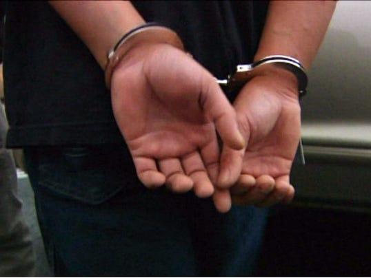 635593297527580010-Fugitives-handcuffs-003