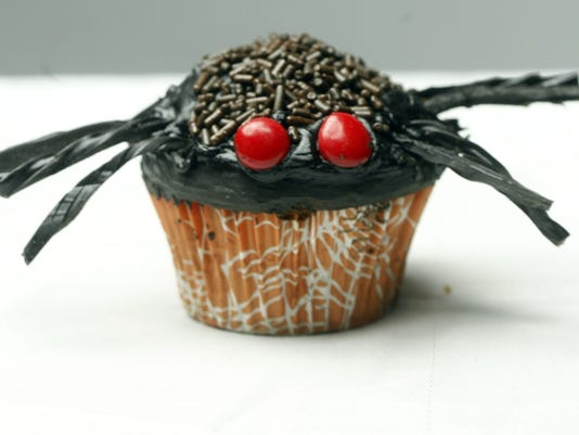 Spider Cupcake Halloween Decorating
