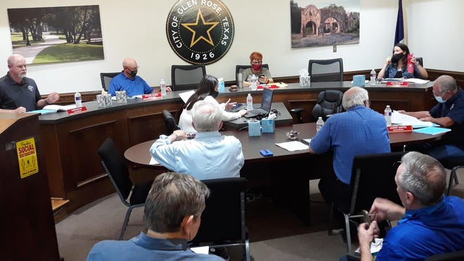 The Glen Rose City Council voted Monday evening to accept the highest bid for the sale of Oakdale Park, which was submitted by a Hico couple.