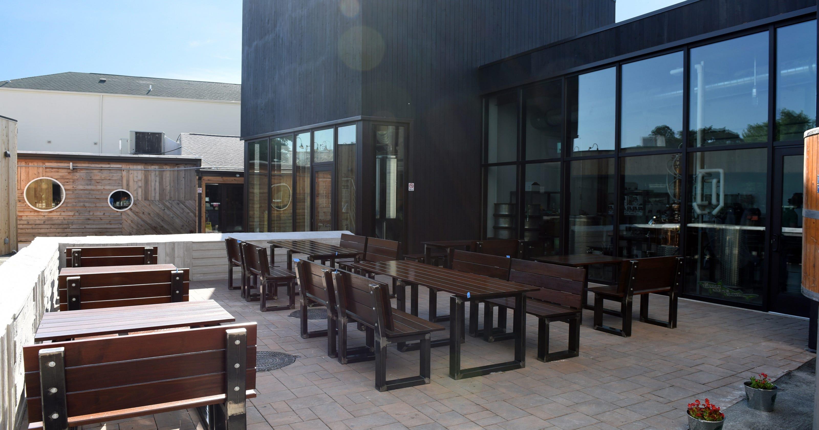 a9ca01b23f2 Dogfish Head opens 36-seat Rehoboth Beach courtyard
