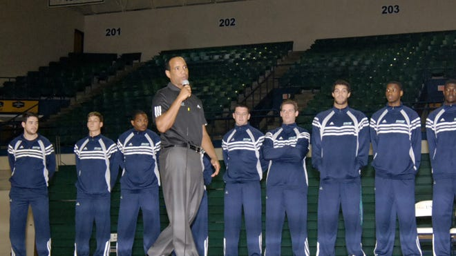 <137>UNC Wilmington coach <137>Kevin Keatts was hired as UNC Wilmington coach as much for his prep school head-coaching experience as his time as a Louisville assistant.