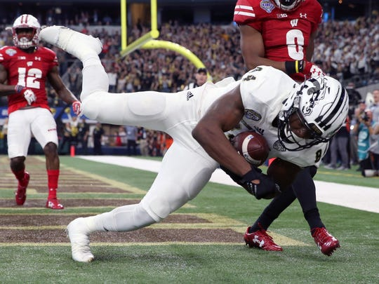 Jan 2, 2017; Arlington, TX, USA; Western Michigan Broncos wide receiver Corey Davis (84) catches a touchdown pass in front of Wisconsin Badgers cornerback Sojourn Shelton (8) during the second half of the 2017 Cotton Bowl at AT&T Stadium. Mandatory Credit: Kevin Jairaj-USA TODAY Sports