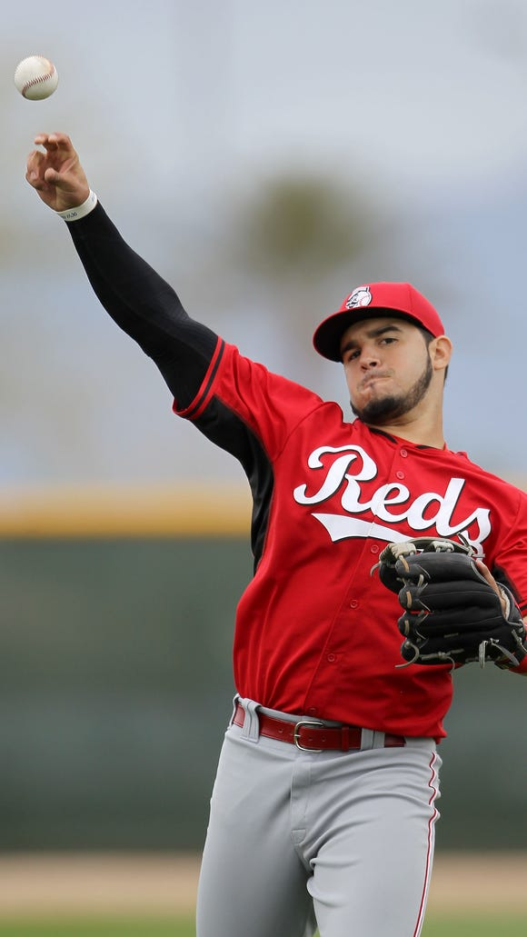 Reds infielder Eugenio Suarez long-tosses at spring