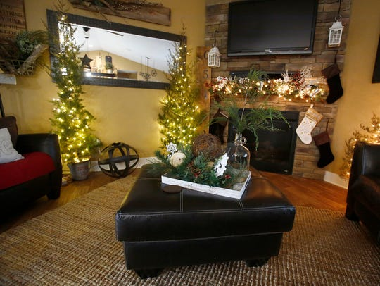 The holiday mood is set at Travis and Stacy Evans'
