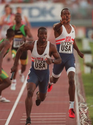 BUTCH REYNOLDS PASSES THE BATON OVER TO THE ANCHOR MAN MICHAEL JOHNSON AS THE USA TEAM WIN THE MENS 4 X 400M RELAY FINAL AT THE 1995 IAAF WORLD ATHLETICS CHAMPIONSHIPS AT THE ULLEVI STADIUM IN GOTHENBURG, SWEDEN.