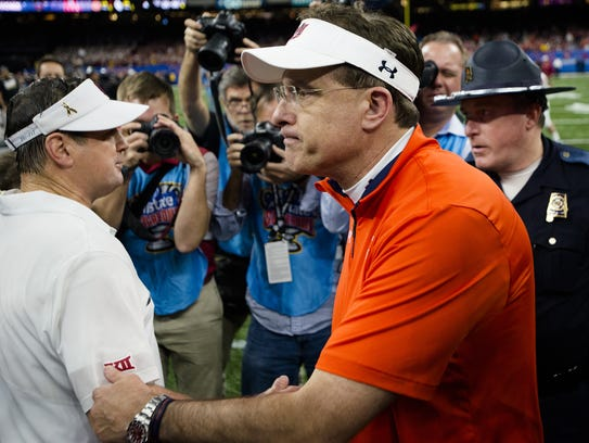Auburn head coach Gus Malzahn shakes the hand of Oklahoma