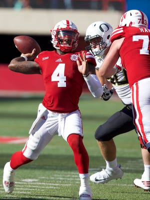 Nebraska Cornhuskers quarterback Tommy Armstrong Jr (4) throws the ball against  the Oregon Ducks in the second half at Memorial Stadium. Nebraska won 35-32.