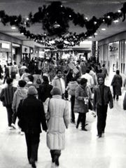 Last-minute shoppers on Christmas Eve 1985 crowded