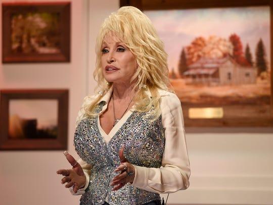 """Dolly Parton hosts """"Dolly Parton's Smoky Mountains"""