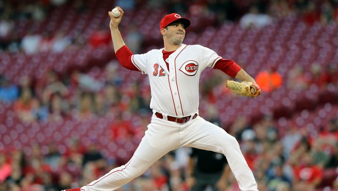 Cincinnati Reds starting pitcher Matt Harvey (32) throws against the Pittsburgh Pirates in the first inning at Great American Ball Park.