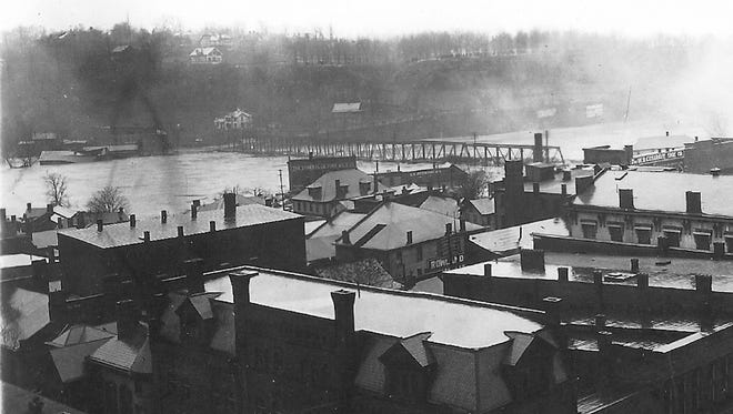 Looking toward Putnam HIll Park from downtown Zanesville during the 1913 flood. The Pennsylvania Railroad Bridge had not yet been washed away when this picture was taken.