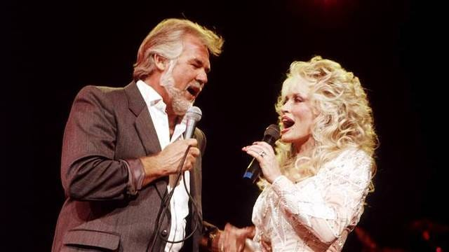 Kenny Rogers and Dolly Parton sing together in 1989.