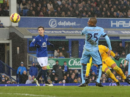 Manchester City's Fernandinho, right, scores his side's first goal during their English Premier League soccer match against Everton at Goodison Park, Liverpool, England, Saturday, Jan, 10, 2015. (AP Photo/Peter Byrne, PA Wire)     UNITED KINGDOM OUT     -    NO SALES     -    NO ARCHIVES