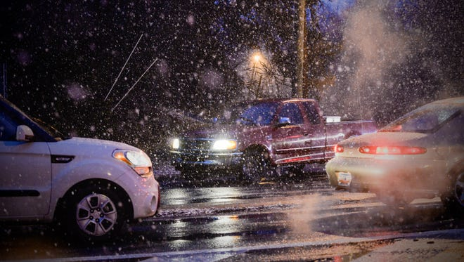Snow begins to fall at Haywood and Pelham roads.