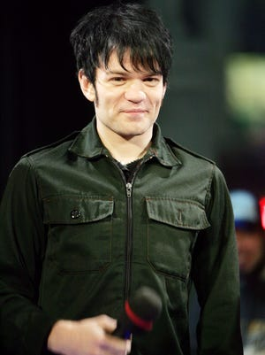 NEW YORK - JANUARY 20: Deryck Whibley of Sum 41 appears on stage during Fuse TV's Daily Download at the Fuse Studios January 20, 2005 in New York City. (Photo by Scott Gries/Getty Images)