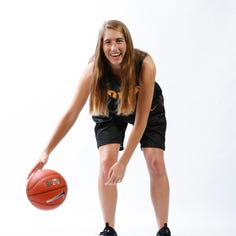 Iowa women's basketball: Freshman guard Kate Martin out for year after ACL tear