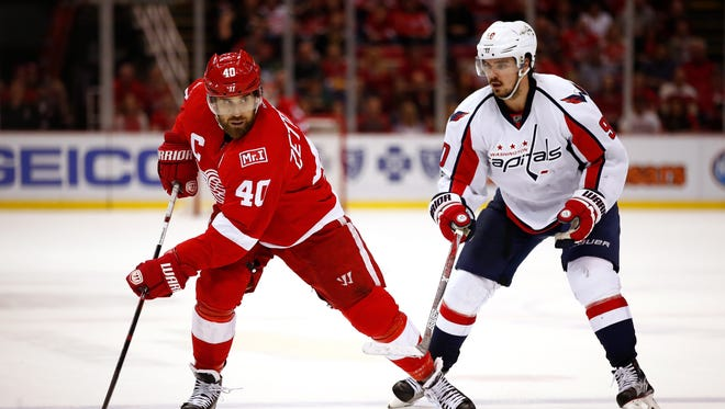 Henrik Zetterberg moves the puck on Saturday against the Capitals.