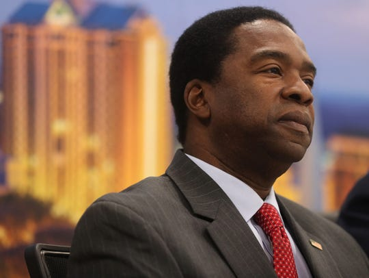 Congressional candidate Alvin Brown meets with the