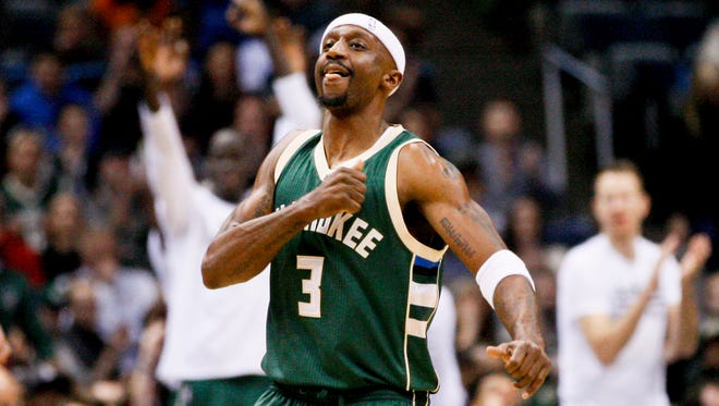 Veteran guard Jason Terry will be back with the Bucks.