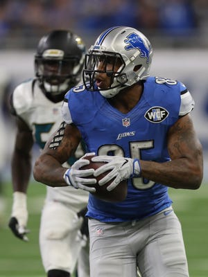 Detroit Lions tight end Eric Ebron makes a catch for a first down against the Jacksonville Jaguars during second half action Sunday, November 20, 2016 at Ford Field in Detroit.