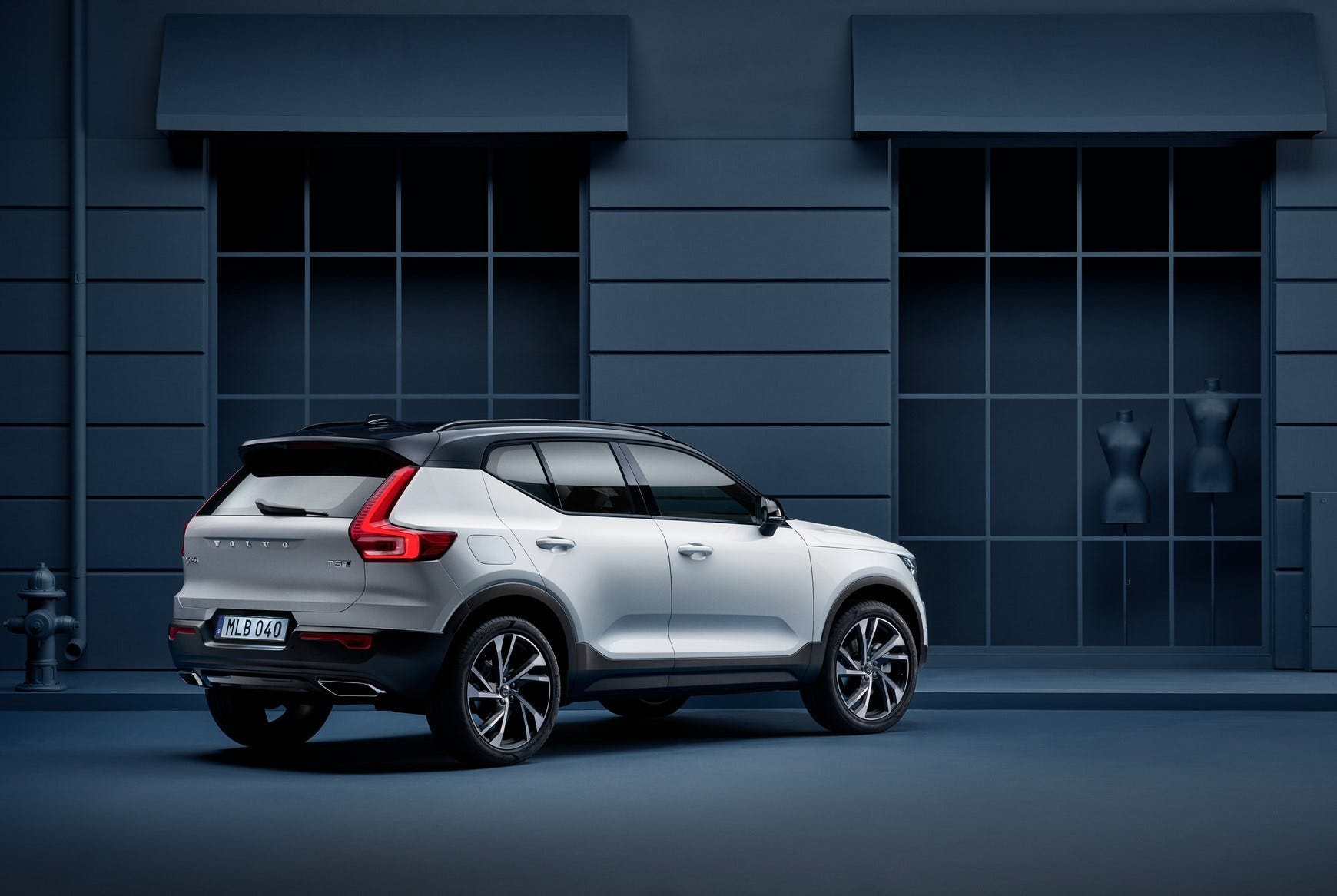 Volvo will offer a new subscription program starting with its XC40