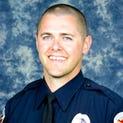 El oficial Bryant Holmes, de 34 años perdió la vida en un accidente.
