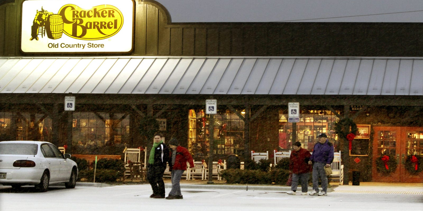 cracker barrel goes trendy to lure millennials - Cracker Barrel Store Christmas Decorations