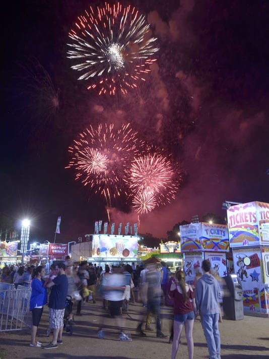 636322742007549844-Fireworks.jpg