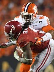 Clemson linebacker Dorian O'Daniel wraps up Alabama