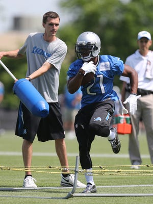 Detroit Lions running back Ameer Abdullah, right, goes through drills on June 16, 2015, at the Allen Park practice facility.