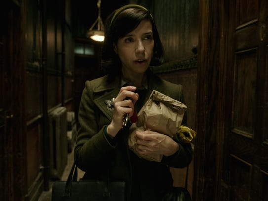 Elisa (Sally Hawkins) lives above a movie theater in