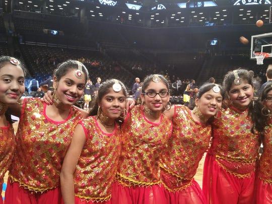 The TEECS of students (Naimisha Vidavalapati,Trisha Senithilkumar,Tejaswini Ashok,Medha Kasina,Pragnya Adapa,Kashwi Khandelwal,Anjali Gullapally from 7th grade performed a dance before the game.