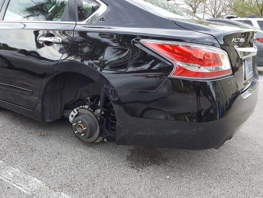 Sebastian Echeverria car's missing tires