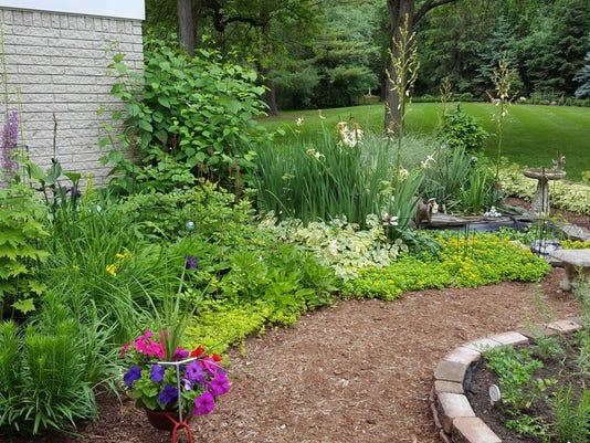 636662337569922547-Northville-garden-walk.jpg