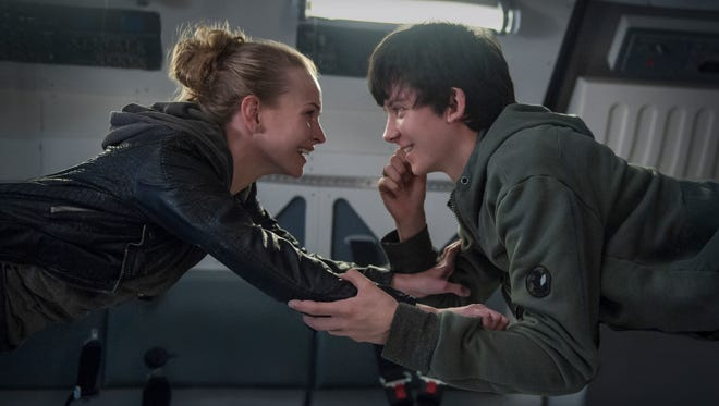 "Tulsa (Britt Robertson) and Gardner  (Asa Butterfield) meet online and develop a relationship in ""The Space Between us."""