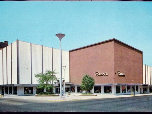 """Bear's Department Store as it appeared after the façade was """"modernized"""" in 1967."""
