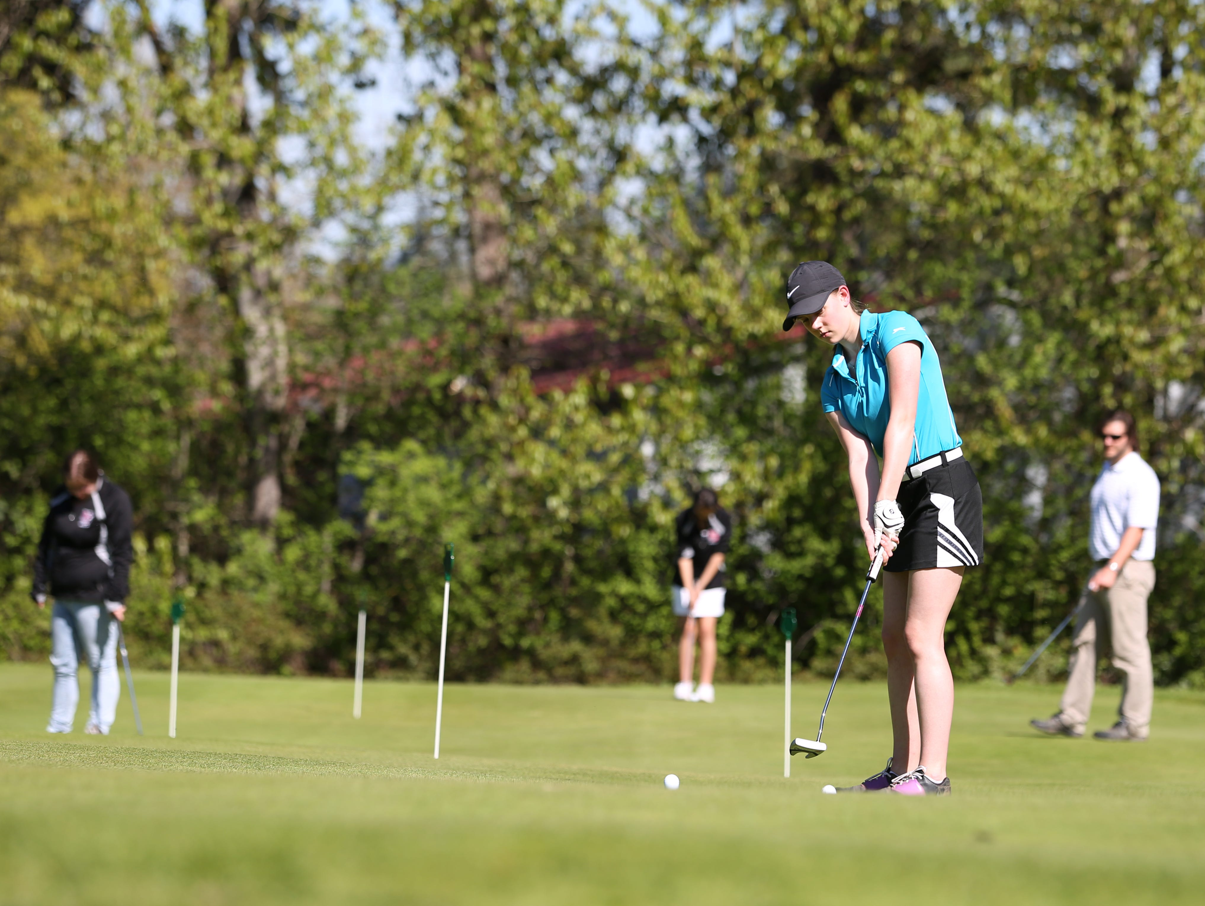 North Salem's Jessica Braun works on putting during practice Thursday, March 31, 2016, at Salem Golf Club in South Salem.
