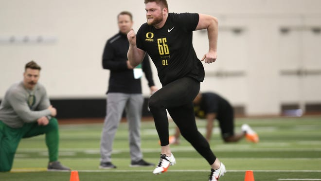 Former Oregon offensive lineman Brady Aiello works out for pro scouts at the Moshofsky Center. [Chris Pietsch/The Register-Guard] - registerguard.com