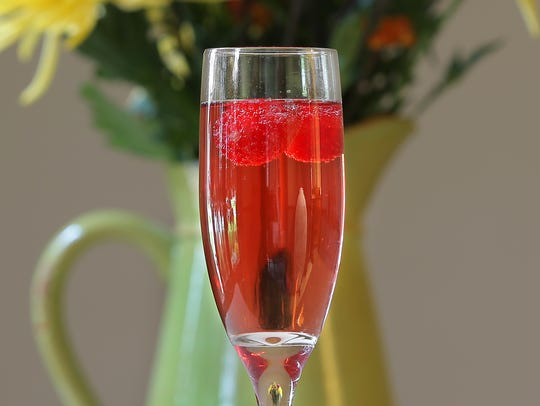 Thanksgiving holiday drink ideas as Blacktie Champagne