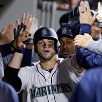 Mariners give catcher Zunino a raise