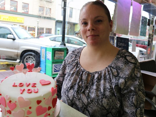 Brandy Burgess of BrandyÕs All City Sweets has cake decorating ideas for ValentineÕs Day.