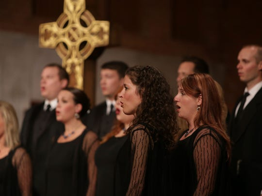 The Phoenix Chorale performs.