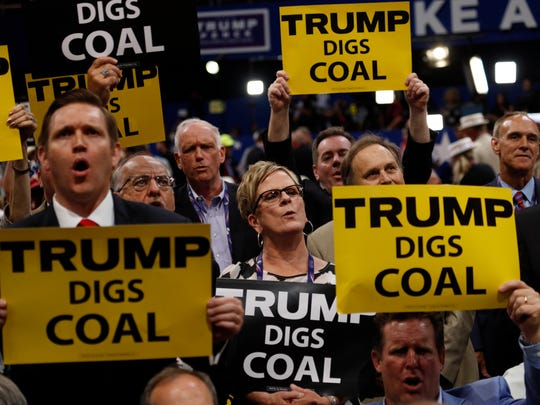 """West Virginia delegates hold signs saying """"Trump Digs"""