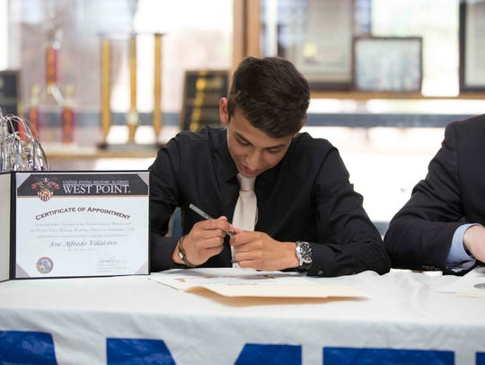 Americas' Jose Villalobos signs with Army earlier this