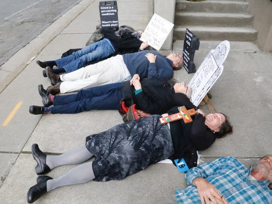 Protesters die-in on East State Street in front of