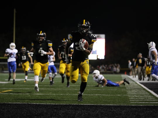 Southeast Polk running back Gavin Williams scores a