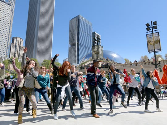 A flash mob in Chicago dances to Aloe Blacc's 'Wake