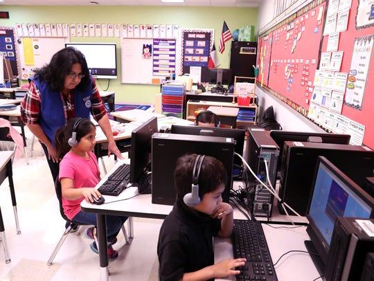 Los Encinos Elementary School students Carmen McGettrick,