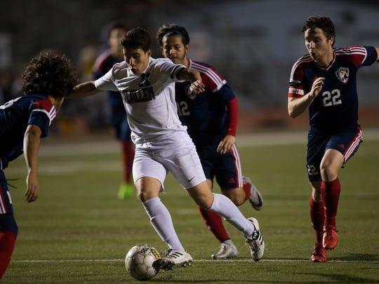 Calallen's Cesar Garcia avoids Veterans Memorial defenders
